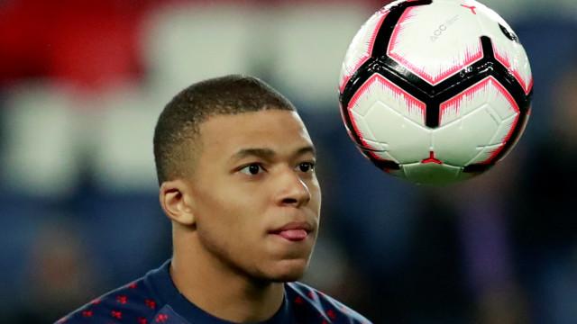 PSG garante que Mbappé continuará no clube na próxima temporada