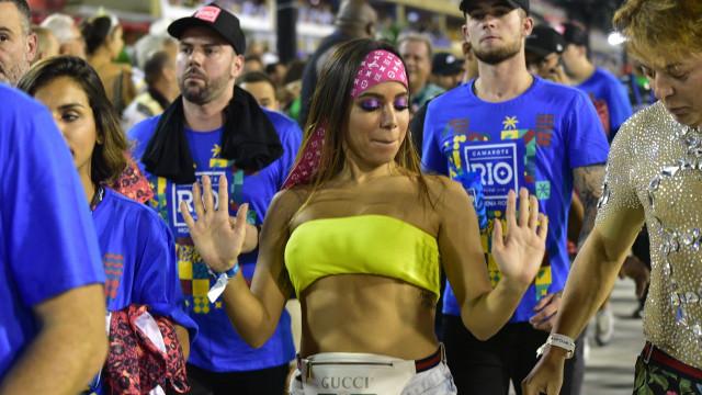 Anitta muda discurso após vazar vídeo de suposto beijo em Neymar