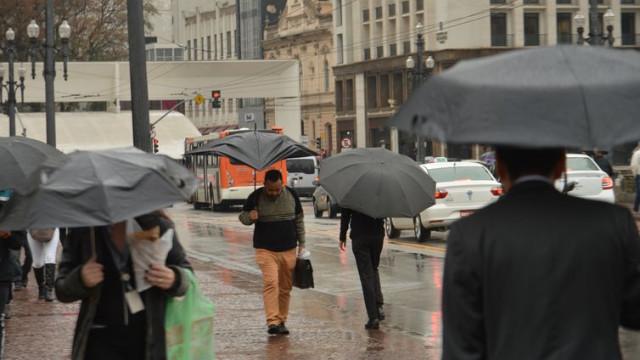 Inmet prevê chuvas intensas no RS e em SC neste domingo