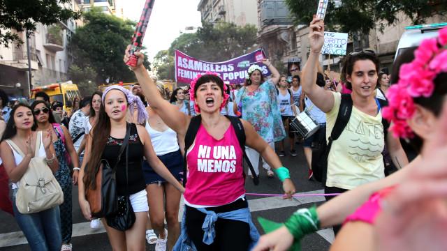 Argentinas saem às ruas para protestar e fazem greve geral neste dia 8