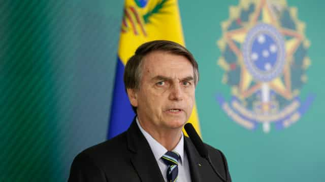 Bolsonaro manda retirar imagens de prevenção a DSTs de cadernetas
