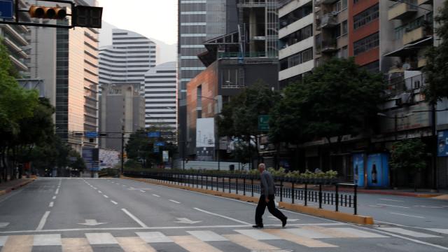 Maduro suspende todas as atividades em escritórios e escolas do país