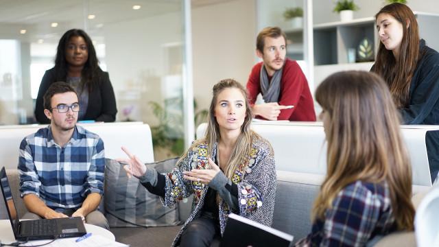 Renda média de trabalhador homem é 26% maior do que a da mulher