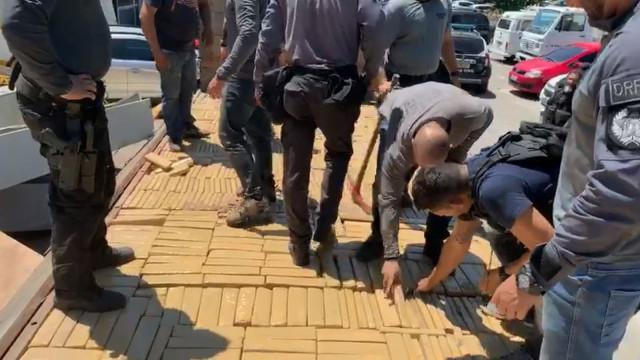 Polícia apreende 2 toneladas de maconha no Complexo do Alemão