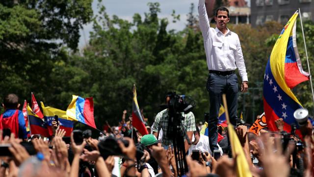 Venezuela tem protestos contra e a favor do governo neste sábado