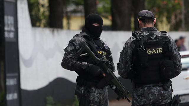 Esquadrão antibomba é acionado por causa de pacote suspeito em escola