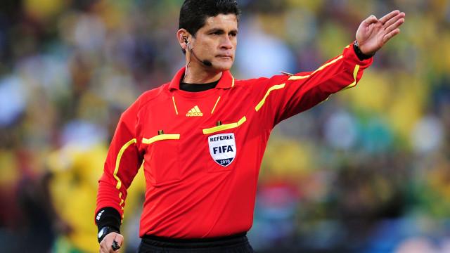 Ex-árbitro Óscar Ruiz é acusado de abuso sexual por colegas