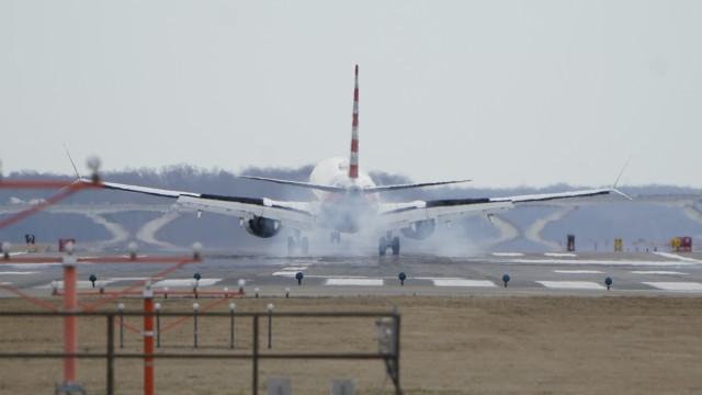 Boeing recomenda suspensão dos voos com 737 MAX