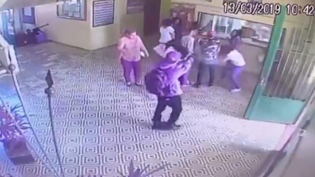 Vídeo mostra adolescente atirando dentro de escola em Suzano