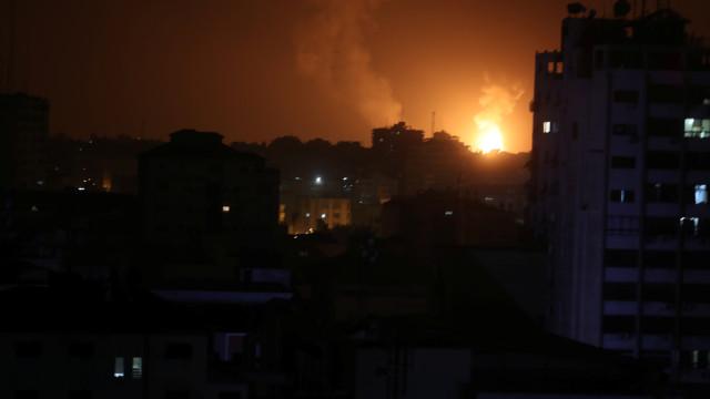 Após foguetes lançados contra Tel Aviv, Israel ataca faixa de Gaza
