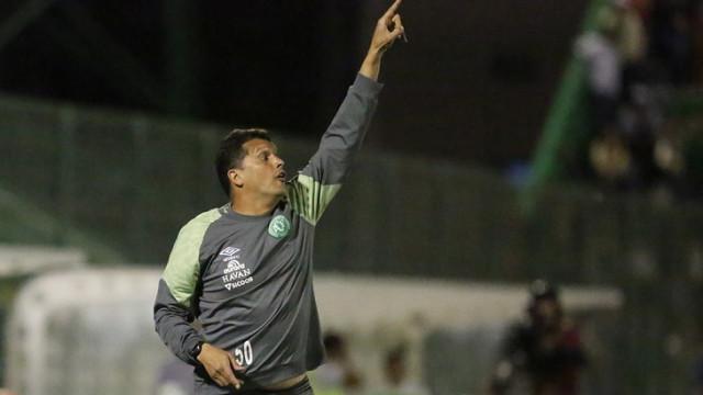 Após derrota em casa, Chapecoense demite técnico Claudinei Oliveira