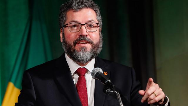 Ernesto Araujo anuncia suspensão do Brasil da Celac