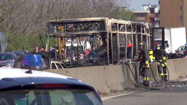 Juiz confirma terrorismo em sequestro de ônibus na Itália