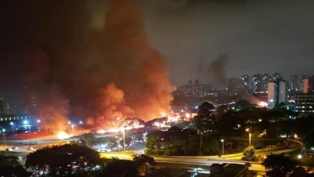 Prefeitura de SP mantém reintegração após favela sofrer incêndio