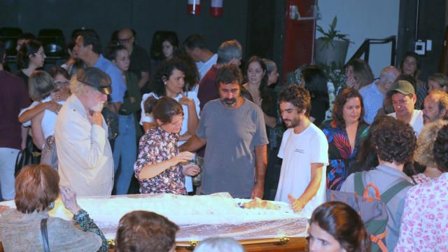 Corpo de Domingos Oliveira é sepultado no Rio