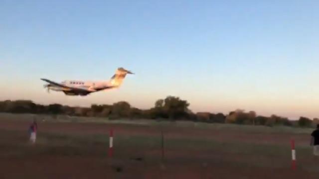 Piloto colide avião intencionalmente em festa para se vingar da mulher