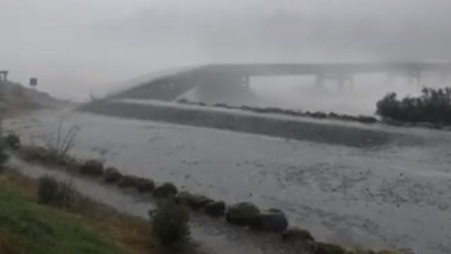 Tempestade faz ponte colapsar na Nova Zelândia; veja vídeo