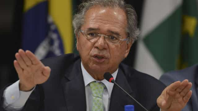 Seguranças esvaziam corredores do Senado para chegada de Guedes