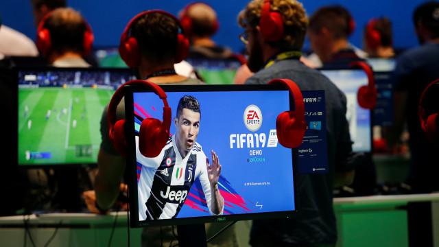 Jovens viram profissionais no Fifa e cobram R$ 300 por dicas
