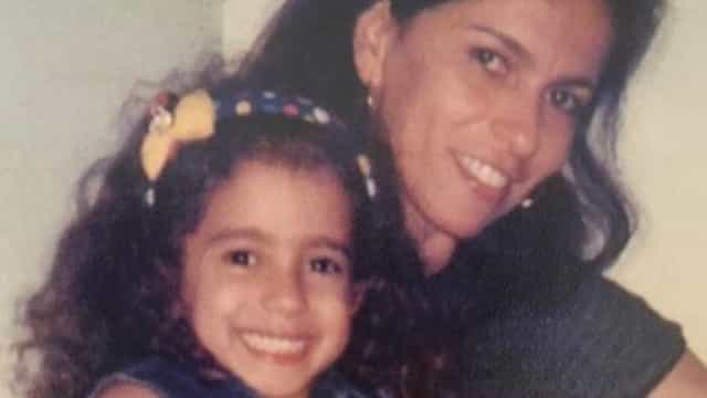Mãe de Anitta posta fotos antigas da cantora para comemorar aniversário