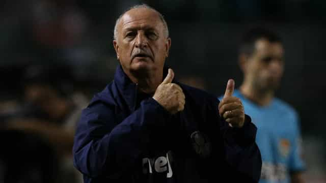 """""""Vou pensar se saio ou se fico"""", diz Felipão após livrar Cruzeiro da Série C"""