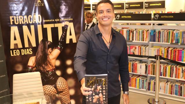 Léo Dias apaga tuítes sobre Anitta após Justiça aplicar multa