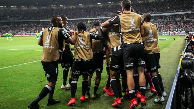 Atlético-MG vence Zamora de virada e segue vivo na Libertadores