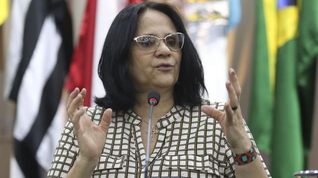 Funai deve ficar com Direitos Humanos, diz Damares