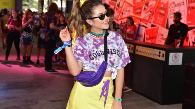 Maisa Silva curte o 2º dia do Lollapalooza com o namorado