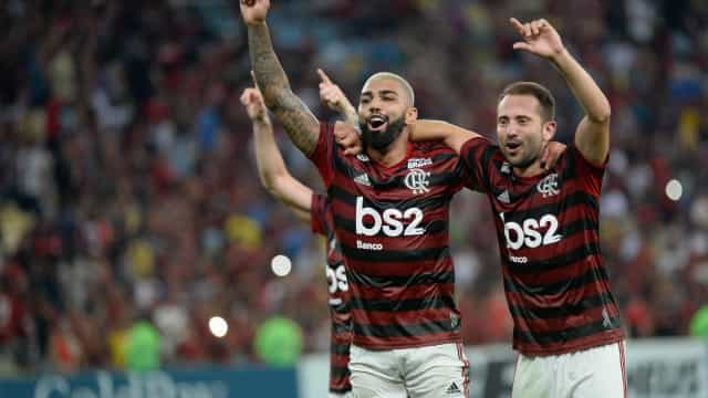 Fla reage com Gabigol, arranca empate do Flu e vai à final do Carioca