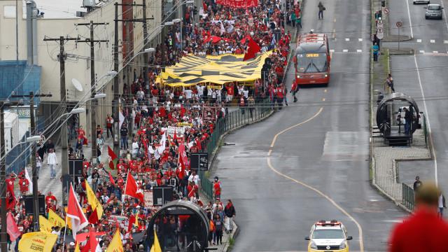 Manifestações marcam um ano da prisão de Lula