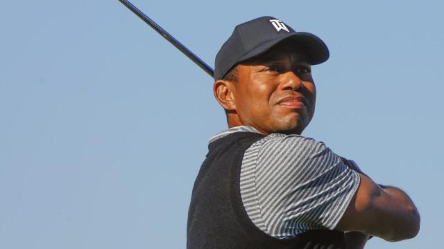 Com parafusos na perna e no pé, Tiger Woods se recupera após cirurgia