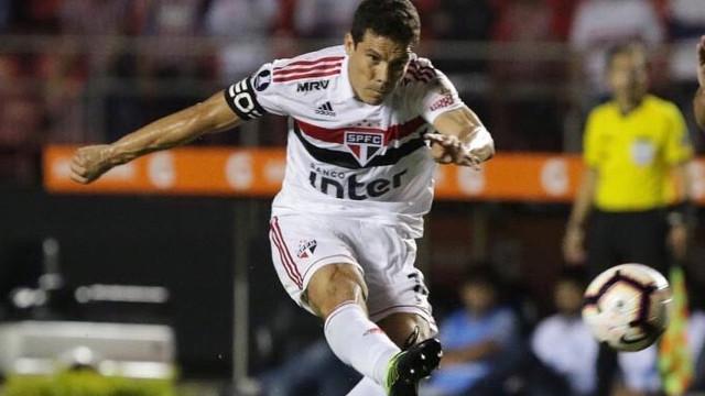 Hernanes tem exame positivo de Covid-19 e será desfalque contra o Athletico-PR