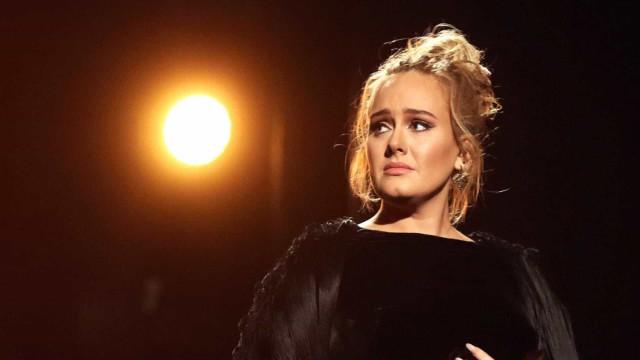 Após anunciar divórcio, Adele pode perder metade de sua fortuna