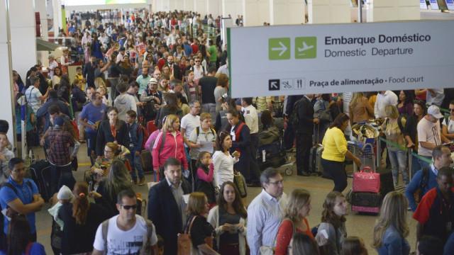 Iata pede que Bolsonaro vete despacho gratuito de bagagens