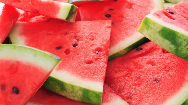 Limpe o organismo com este suco fresco de melancia e gengibre
