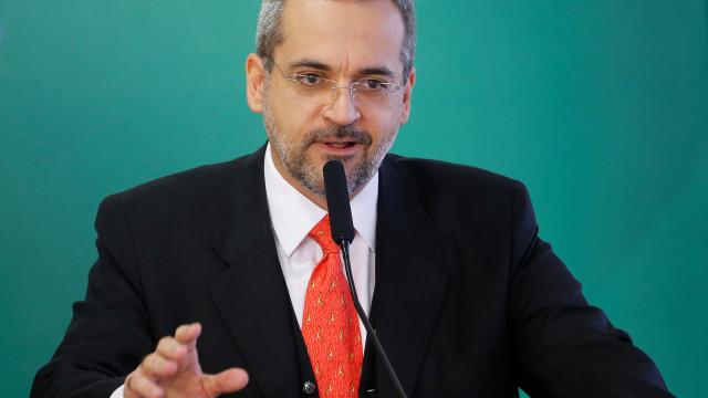 'Tentam deturpar minha fala para desestabilizar a nação', diz Weintraub