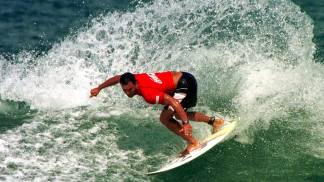 Surfista Sunny Garcia é internado em hospital nos EUA