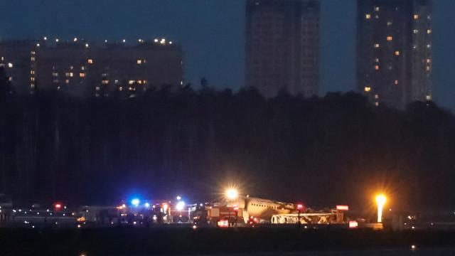 Aterrissagem de avião em chamas deixa 13 mortos em Moscou