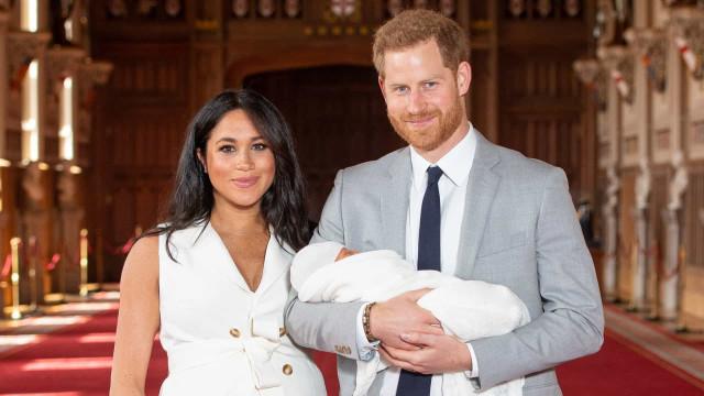 """Harry e Meghan Markle querem criar o filho como um """"cidadão anônimo"""""""