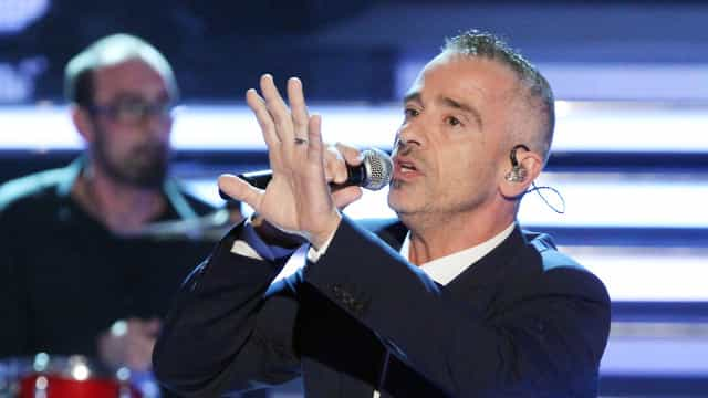 Eros Ramazzotti opera cordas vocais e cancela shows no Brasil