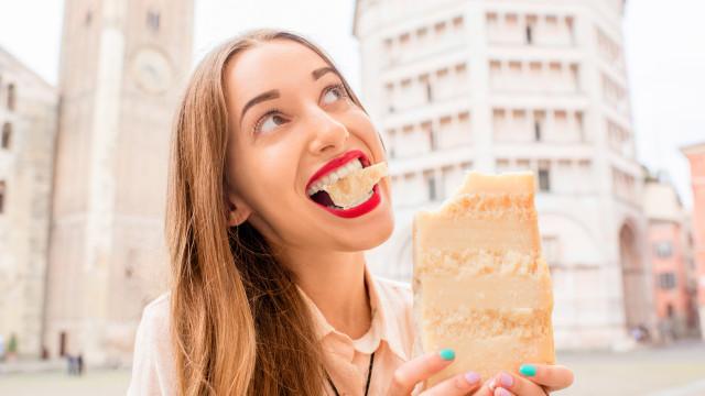 Comer queijo pode ajudar a viver mais, garante um novo estudo