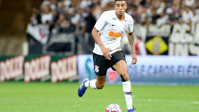 Corinthians confirma renovação de Gustavo até o fim de 2022
