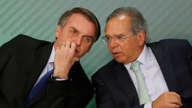 Bolsonaro: 'Ideia de furar o teto de gastos existe, qual o problema?'