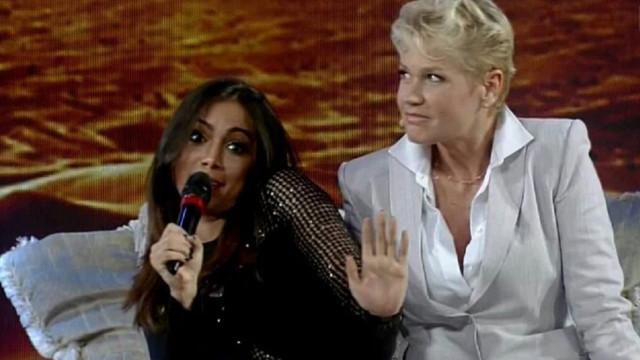 Após briga, Xuxa revela que já voltou a falar com Anitta