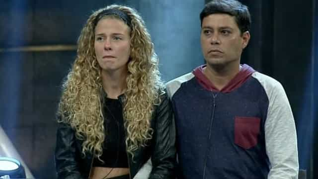 Após barraco, Debby e Leandro são eliminados do 'Power Couple'