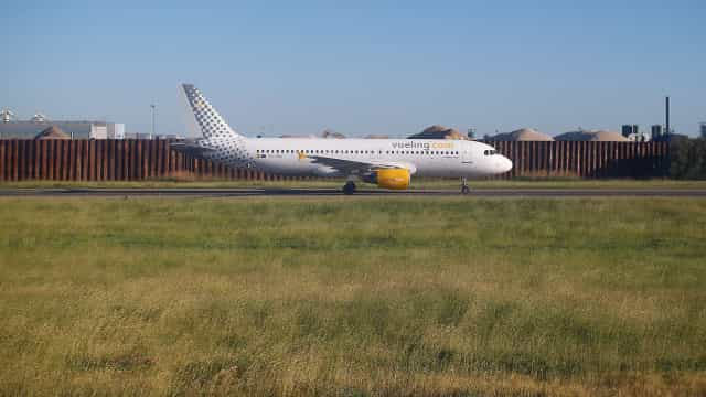 Avião faz pouso de emergência em Barcelona por falso alarme de bomba
