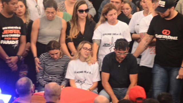 Familiares, amigos e fãs se despedem de Gabriel Diniz