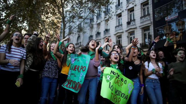 Congresso argentino volta a discutir legalização do aborto