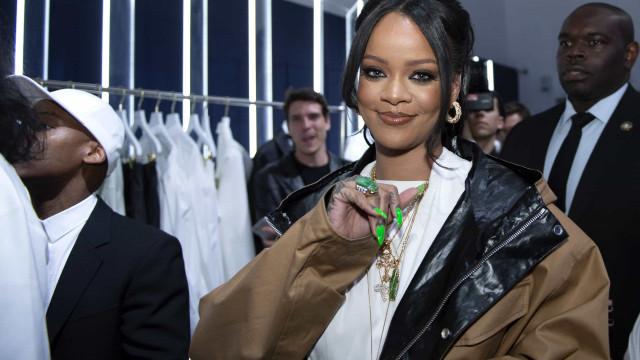 Apaixonada, Rihanna faz planos para ser mãe
